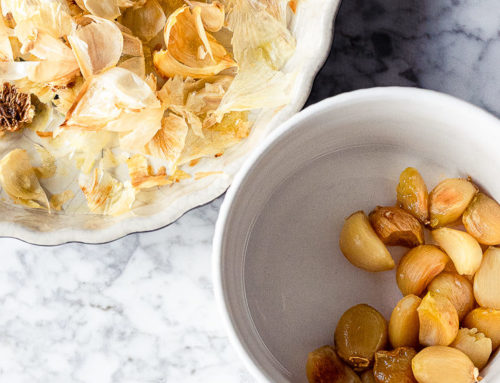 Dip all'aglio arrosto e mandorle